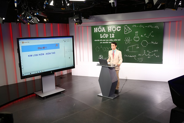 VTVcab tổ chức phát sóng trực tiếp các chương trình dạy học từ xa.