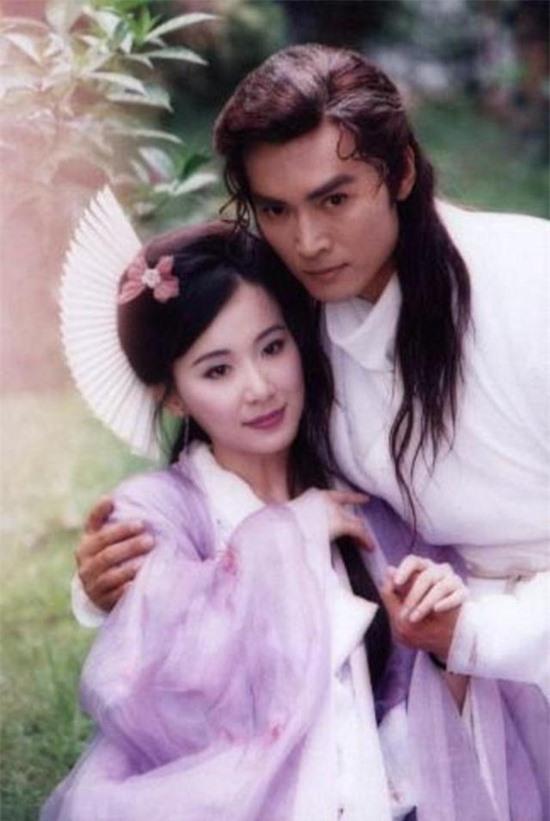 tung-la-22de-nhat-mi-nhan-dai-loan22-lan-luot-ca-lam-chi-linh-tieu-tuong-thanh-tham-hoa-dao-keo-vuong-tinh-co-chau-vung-trom-3-ngoisao.vn-w550-h821 16