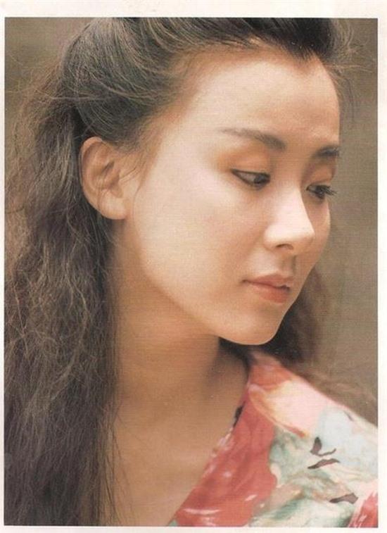 tung-la-22de-nhat-mi-nhan-dai-loan22-lan-luot-ca-lam-chi-linh-tieu-tuong-thanh-tham-hoa-dao-keo-vuong-tinh-co-chau-vung-trom-1-ngoisao.vn-w550-h757 18