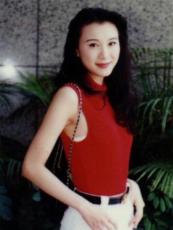 tung-la-22de-nhat-mi-nhan-dai-loan22-lan-luot-ca-lam-chi-linh-tieu-tuong-thanh-tham-hoa-dao-keo-vuong-tinh-co-chau-vung-trom-7-ngoisao.vn-w600-h796 12