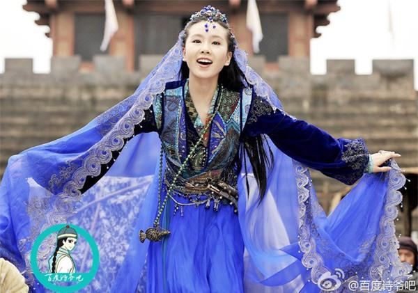 Váy xanh lộng lẫy: Địch Lệ Nhiệt Ba - Lý Thấm ai cũng xinh đẹp mê đắm nhưng xuất sắc nhất là Lưu Thi Thi  - Ảnh 7.