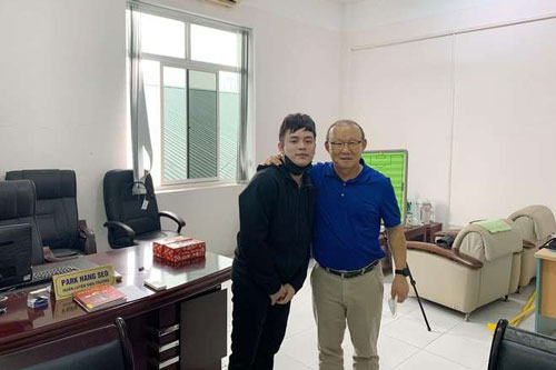 HLV Park Hang-seo quyết tâm học tiếng Việt trong thời gian rảnh rỗi.