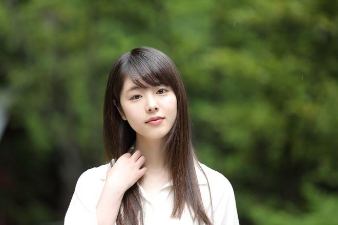 Showbiz Nhật Bản đang chấn động trước thông tin nam diễn viên nổi tiếng Masahiro Higashide ngoại tình cùng diễn viên trẻ Erika Karata. Cùng thời điểm, truyền thông Nhật Bản đưa tin Masahiro Higashide và vợ là Anne Watanabe đã sống ly thân.