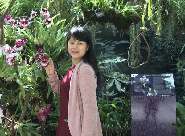 Nữ doanh nhân Lê Thị Hồng Thu đã cùng chồng sáng lập ra doanh nghiệp sản xuất đồ chơi Hoàng Thu Toys.