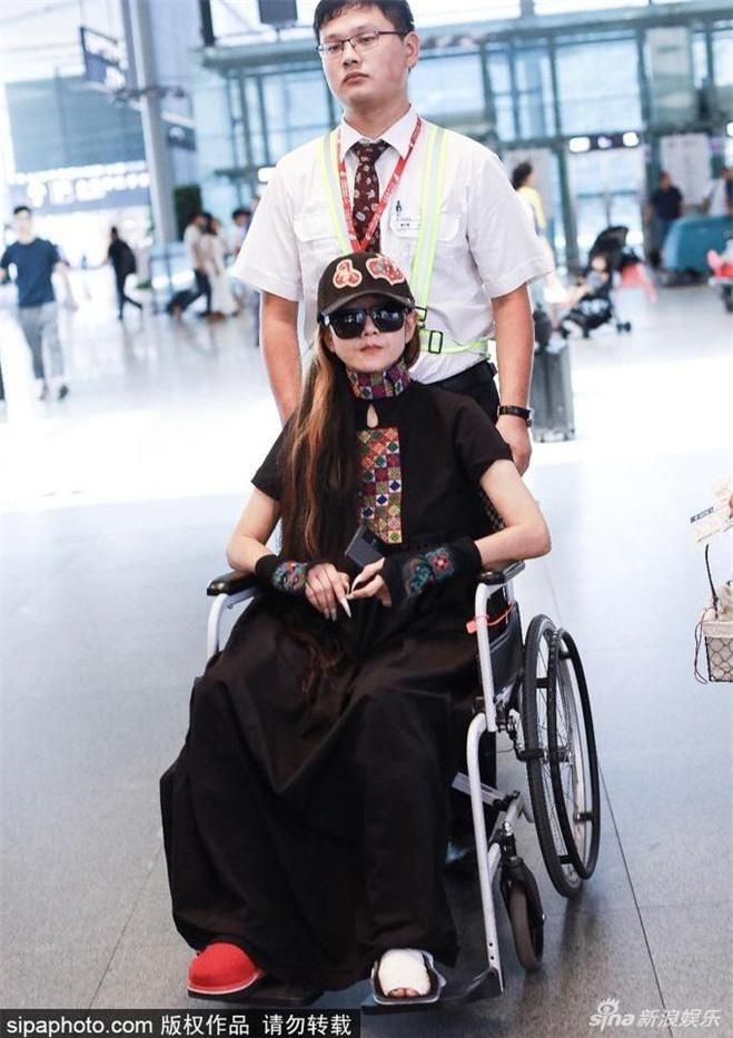 """Ác nữ khét tiếng của """"Anh hùng xạ điêu"""" ngày nào giờ ngồi xe lăn, di chuyển khó khăn - 1"""