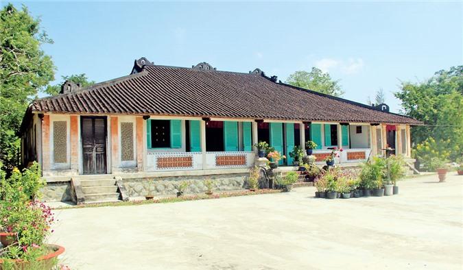 https://media.doanhnghiepvn.vn/Images/Uploaded/Share/2020/03/19/Kham-pha-ngoi-nha-tram-cot-o-Long-An_1.jpg