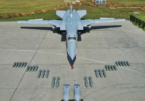 Trong những bức ảnh được không quân Nga đăng tải, dễ dàng nhận thấy có đủ mặt bộ 3 máy bay ném bom chiến lược đáng sợ nhất của họ vào thời điểm này, đó là Tu-160, Tu-22M3 và Tu-95MS.