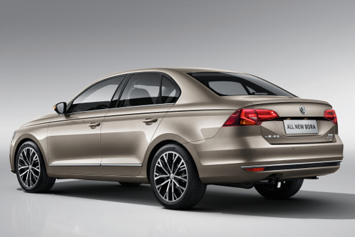 3. Volkswagen Bora (doanh số: 4.107 chiếc).