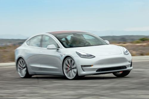4. Tesla Model 3 (doanh số: 3.900 chiếc).
