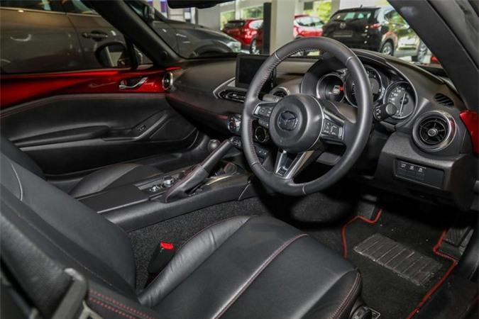 Chi tiết Mazda MX-5 RF 2020 - thiết kế lạ, vận hành thú vị