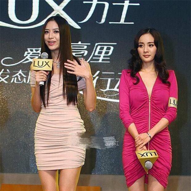 Loạt ảnh 9 năm trước gây sốt: Dương Mịch bị sắc vóc quá nuột nà của tình cũ Huỳnh Hiểu Minh dìm tơi tả 1
