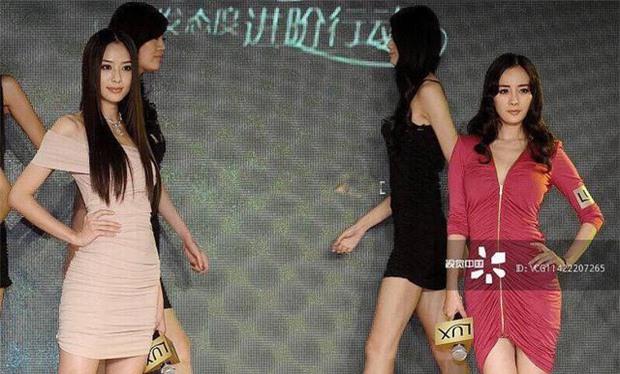 Loạt ảnh 9 năm trước gây sốt: Dương Mịch bị sắc vóc quá nuột nà của tình cũ Huỳnh Hiểu Minh dìm tơi tả 0
