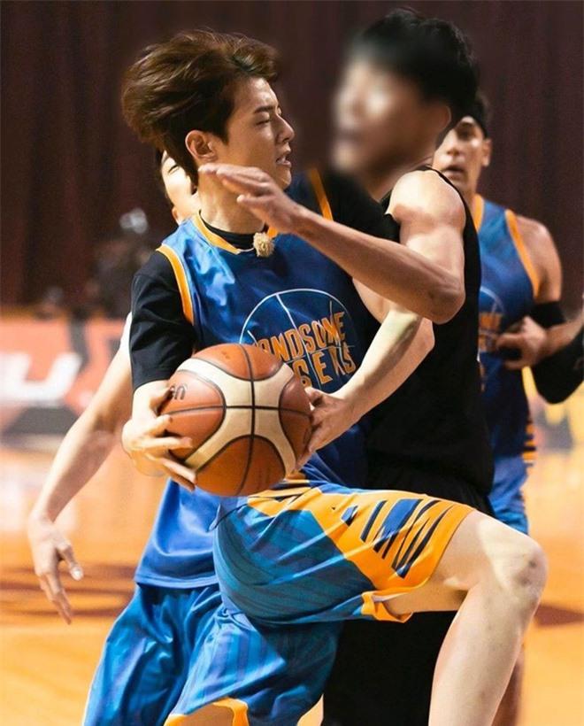 Ngây ngất visual điểm 10 của Cha Eun Woo khi chơi bóng rổ: Nam thần thanh xuân là đây, ảnh thường mà như poster phim - Ảnh 14.
