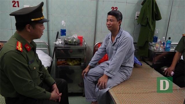 """Phát hiện hàng """"nóng"""" trong nhà đối tượng hành hung Đại úy công an - 2"""