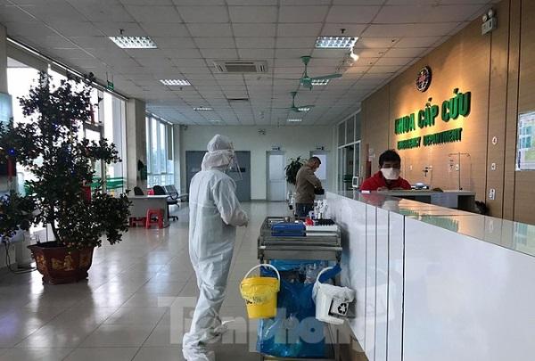 Việt Nam có hai nhân viên y tế đầu tiên nhiễm Covid-19.