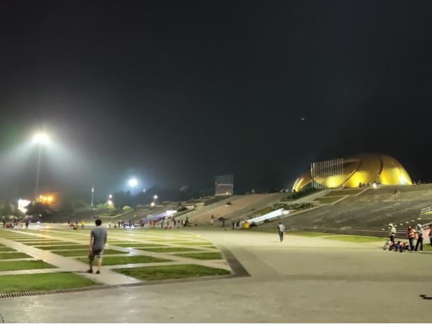 Không còn cảnh đông người tụ tập, vui chơi ngoài quảng trường Lâm Viên vào mỗi tối như thường lệ.