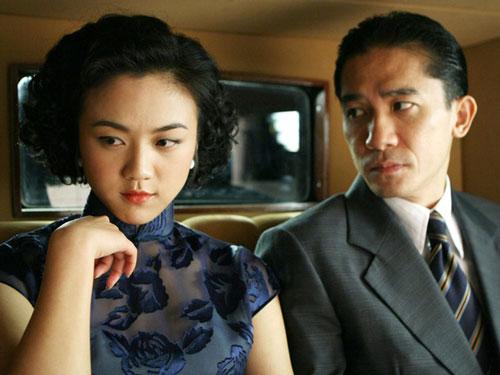 Sắc, giới (2007) của đạo diễn Lý An đứng ở vị trí số 7. Bộ phim được giới phê bình nghệ thuật quốc tế yêu thích và giành nhiều giải thưởng lớn. Thời điểm phát hành, phim gây xôn xao dư luận Trung Quốc vì loạt cảnh nóng trần trụi của Thang Duy và Lương Triều Vỹ. Đây chính là bộ phim đã khiến nữ chính Thang Duy dính lệnh cấm xuất hiện tới 2 năm trên các phương tiện truyền thông đất nước tỷ dân.