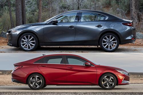 Mazda 3 2020 và Hyundai Elantra 2021 (dưới).