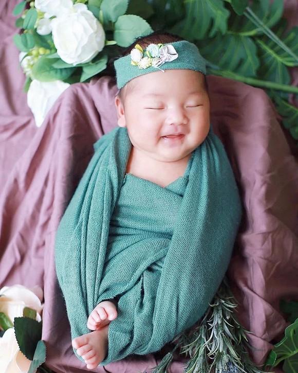 Con gái Sỹ Luân vừa tròn 1 tháng tuổi.