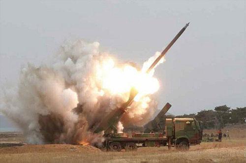 Những vụ thử tên lửa do Triều Tiên tiến hành liên tục trong thời gian gần đây đã khiến cho Nhật Bản cảm thấy lo lắng, bởi Tokyo bị xem như một trong mục tiêu có nguy cơ nhất.