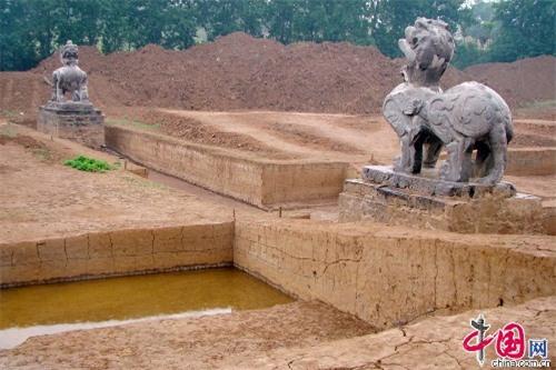 Ngôi mộ tìm thấy vào năm 2016, được cho là lăng mộ của Trần Văn Đế và Hàn Tử Cao.