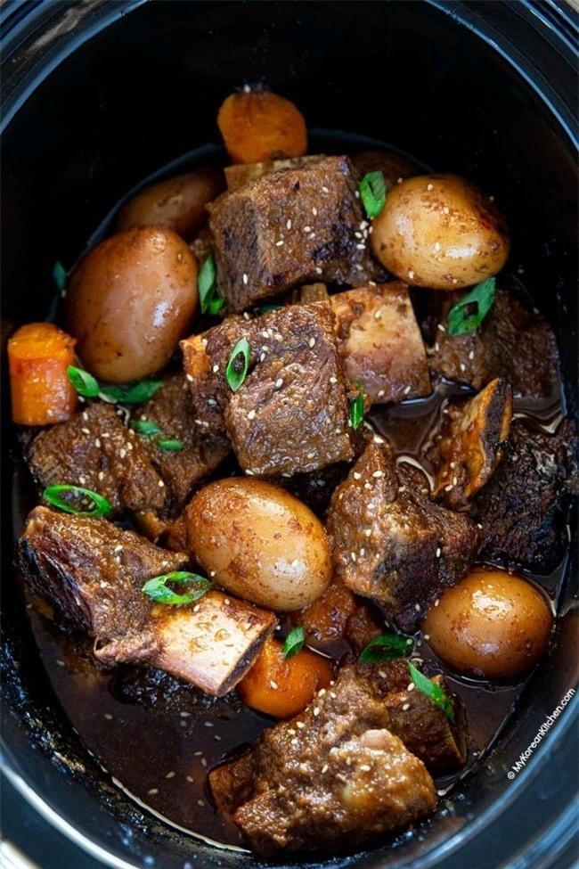 Ở nhà rảnh rỗi ngày dịch, làm ngay món sườn bò om củ quả lạ miệng, thơm ngon khó cưỡng