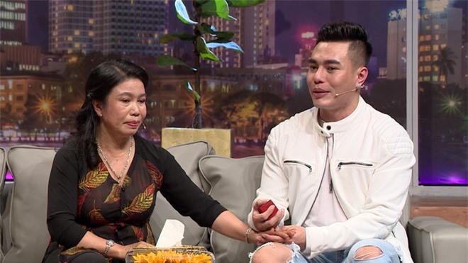 Mẹ Lê Dương Bảo Lâm: Nó giấu tôi bán dây chuyền vàng để sửa mũi - Ảnh 3.