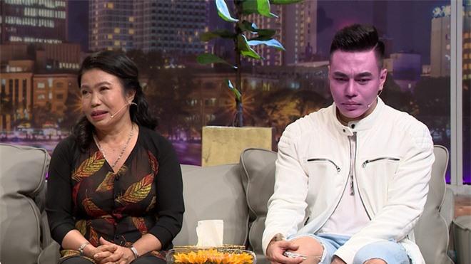 Mẹ Lê Dương Bảo Lâm: Nó giấu tôi bán dây chuyền vàng để sửa mũi - Ảnh 4.