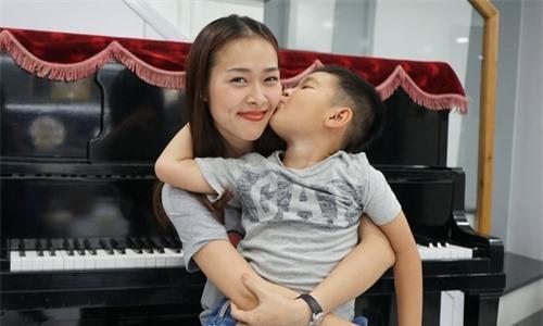 Cuộc sống ngập tiếng cười của Diệp Bảo Ngọc và con trai