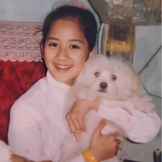 Bức ảnh ngày bé của Khánh Thi gây nhiều chú ý.