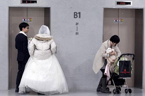 Kết hôn, lập gia đình, sinh con đang là áp lực khủng khiếp đối với thanh niên Hàn Quốc