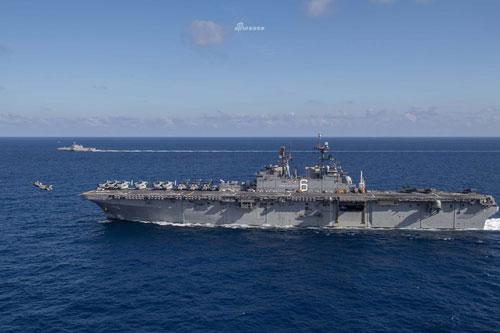 Theo thông tin mới nhất được đưa ra bởi chỉ huy Hạm đội Thái Bình Dương của hải quân Mỹ trên phương tiện truyền thông xã hội, tàu đổ bộ tấn công USS America và tàu chiến đấu ven biển USS Giffords đã có mặt tại Biển Đông vào ngày 13/3.