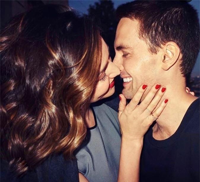 Miranda Kerr hạnh phúc bên ông xã - tỷ phú Evan Spiegel vào dịp lễ tình nhân, 14/2.