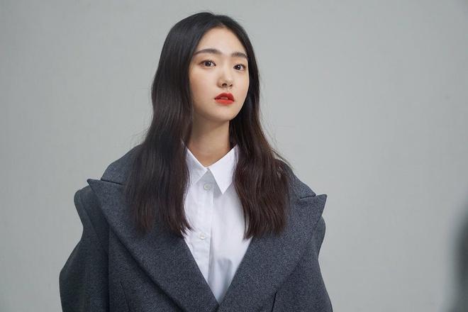 Thời gian gần đây, diễn viên trẻ Kim Hye Jun được chú ý khi đảm nhiệm vai phản diện nặng ký trong bộ phim về xác sống do Hàn Quốc sản xuất. Trong phim Kingdom, cô đóng vai vương hậu nham hiểm. Vì muốn nắm quyền lực tuyệt đối, người đàn bà này đã giết hại nhiều đứa trẻ, nguỵ tạo thái tử và âm mưu ngồi lên ngai đế vương.