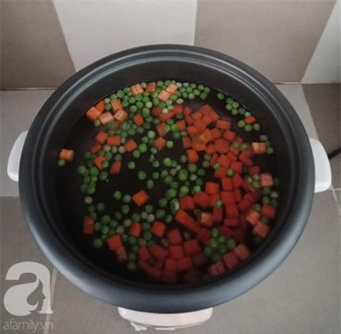 Bữa tối nấu canh ngũ sắc nóng hổi ngọt thơm mời cả nhà ai cũng thích - Ảnh 3.