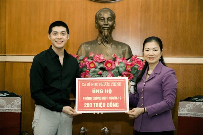 Noo Phước Thịnh trao 300 triệu đồng quyên góp phòng chống Covid-19 và hạn mặn miền Tây - Ảnh 2.