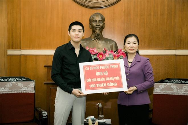 Noo Phước Thịnh trao 300 triệu đồng quyên góp phòng chống Covid-19 và hạn mặn miền Tây - Ảnh 3.