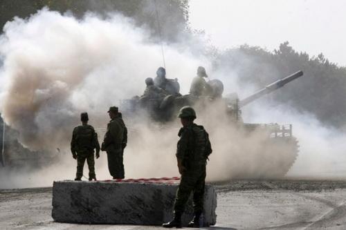 Xe tăng Nga có thể tràn qua Gruzia để uy hiếp Thổ Nhĩ Kỳ. Ảnh: Avia.pro.