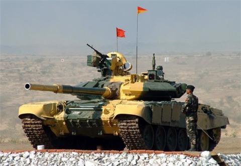 An mua 400 chiec T-90S du da co giay phep san xuat