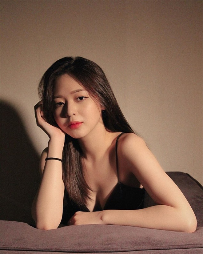 Liz Kim Cương nghiện khoe vòng eo con kiến - Ảnh 2