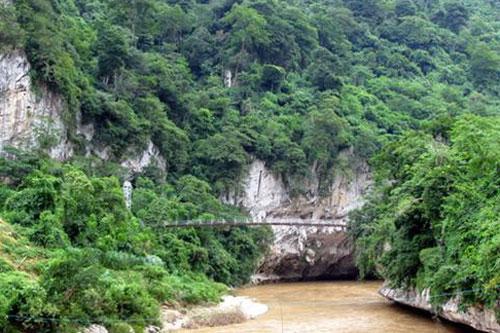 Hang Ma (tiếng Thái gọi là hang Phi).