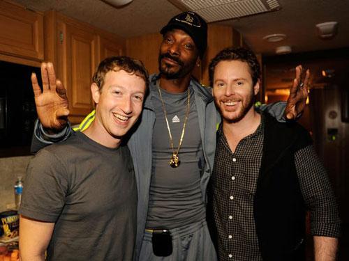 Sau khi Plaxo đưa vào vận hành trơn tru, Parker bắt đầu trễ nải công việc. Cuối cùng các cổ đông của Sequoia Capital đã lật đổ anh. Khi đó, Parker tình cờ gặp Mark Zuckerberg. Với sự giúp đỡ của Parker này, Mark Zuckerberg đã xây dựng nên trang mạng xã hội Facebook. Ảnh: Getty.