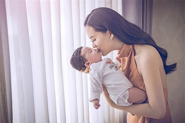 3 thí sinh Hoa hậu Hoàn vũ 2015 cùng làm mẹ, có con ngoan, chồng chiều chuộng - Ảnh 12.
