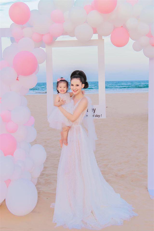 3 thí sinh Hoa hậu Hoàn vũ 2015 cùng làm mẹ, có con ngoan, chồng chiều chuộng - Ảnh 13.
