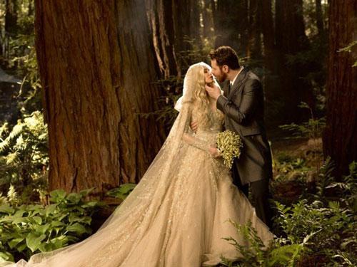 Sean Parker và vợ, nữ ca sĩ Alexandra Lenas, có chung một sở thích chơi… hóa trang (cosplay). Thậm chí, họ còn biến đám cưới thành một bữa tiệc hóa trang hoành tráng như trong phim The Lord of The Rings. Ảnh: Pinterest.
