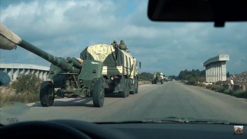 Lựu pháo xe kéo 2A65 Msta-B được đưa tới tỉnh Idlib. Ảnh: Last Defender.