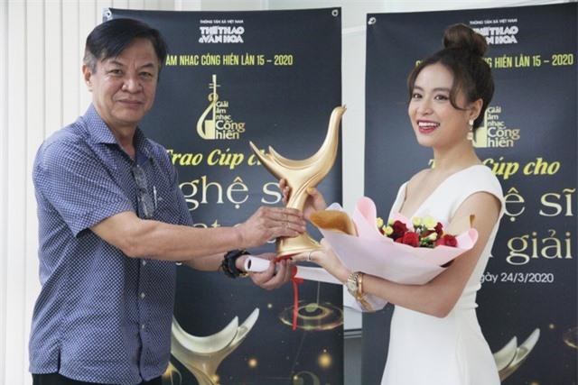 Hoàng Thùy Linh xuất sắc đoạt 4 giải Âm nhạc Cống hiến - 1