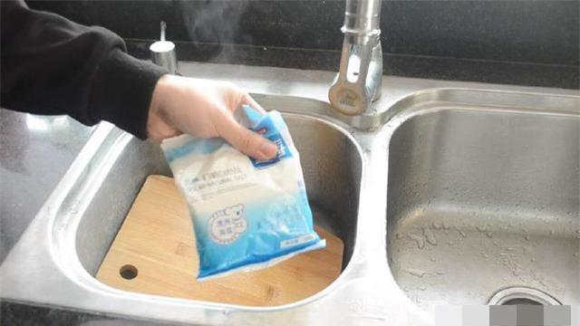 làm sạch thớt 1