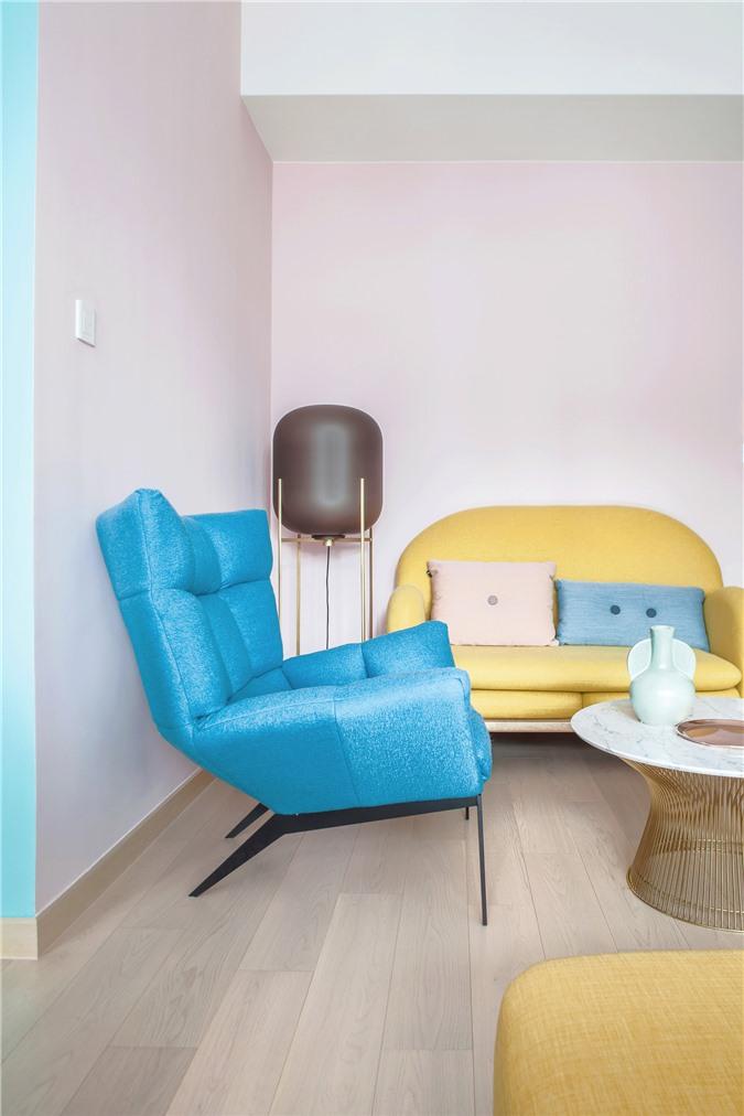 Thiết kế căn hộ với tường và đồ nội thất có màu rực rỡ dành riêng cho chủ nhân thiết kế thời trang - Ảnh 5.