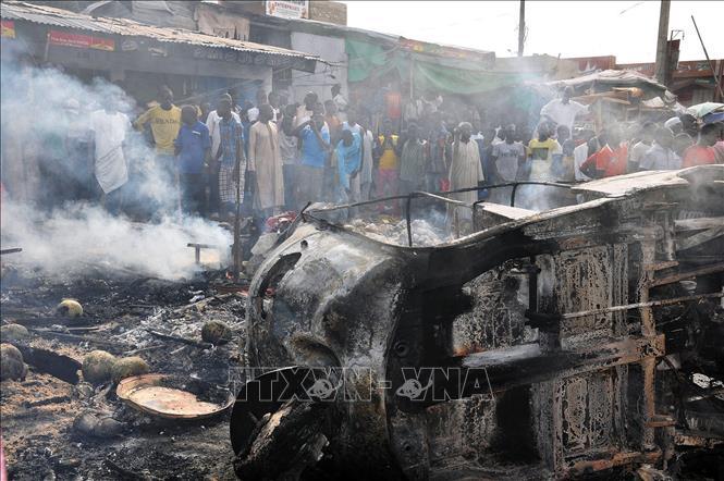 Hiện trường một vụ đánh bom tại khu chợ ở Maiduguri, bang Borno, Nigeria. Ảnh tư liệu: AFP/TTXVN
